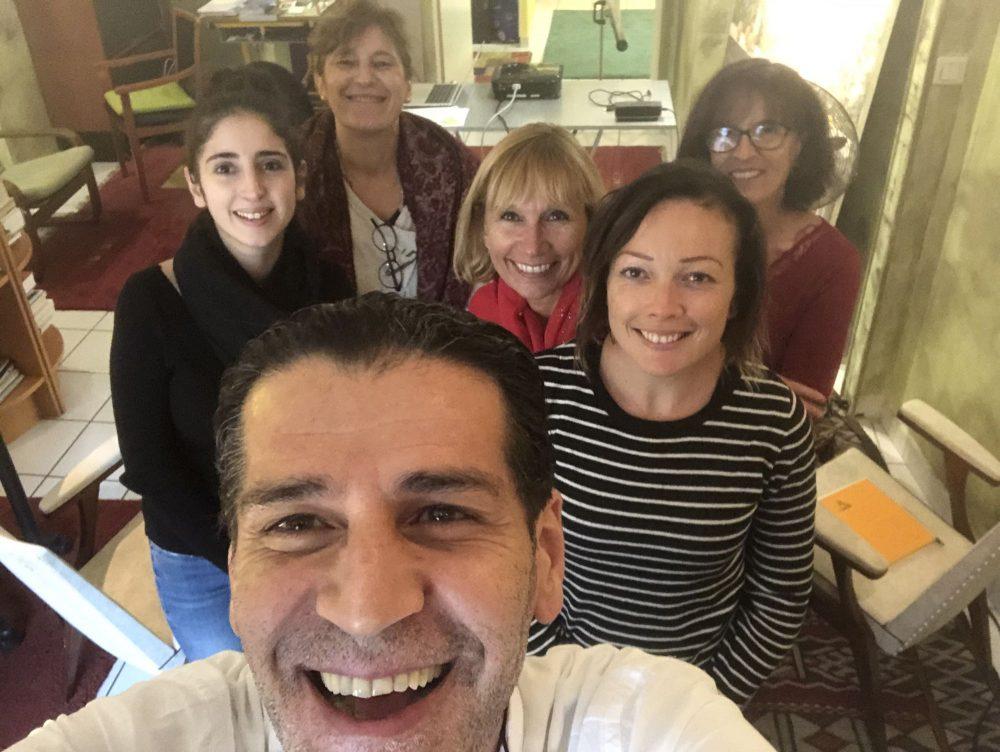 1ère promotion de formation en hypnose conversationnelle et recadrage, exclusivement consacrée aux assistantes dentaires, de pédodontie et d'orthodontie.